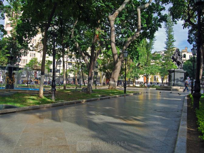 Datos Curiosos de Caracas: La Plaza Bolívar