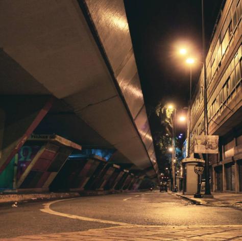 La noche en caracas y sus luces amarillas foto @israeldesousa1