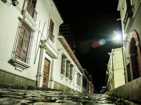 Si la calle es de piedras, aplica como #tbt . La cuadra de Bolívar foto @nelsonpintofoto