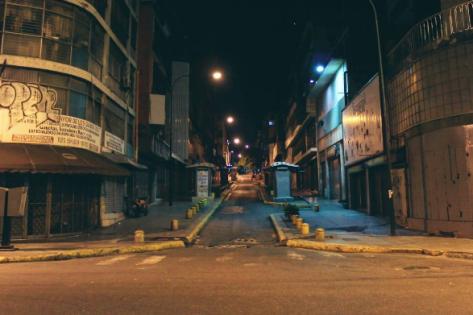 Si supieran por que amo tanto la noche... Caracas, Venezuela. Bajo el puente fuerzas armadas... foto @israeldesousa1