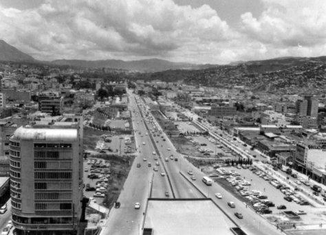 ano-1955-av-bolivar-tomada-desde-una-de-las-torres-del-silencio